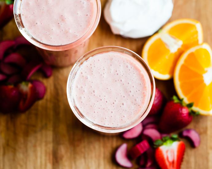 rhubarb strawberry smoothie-3