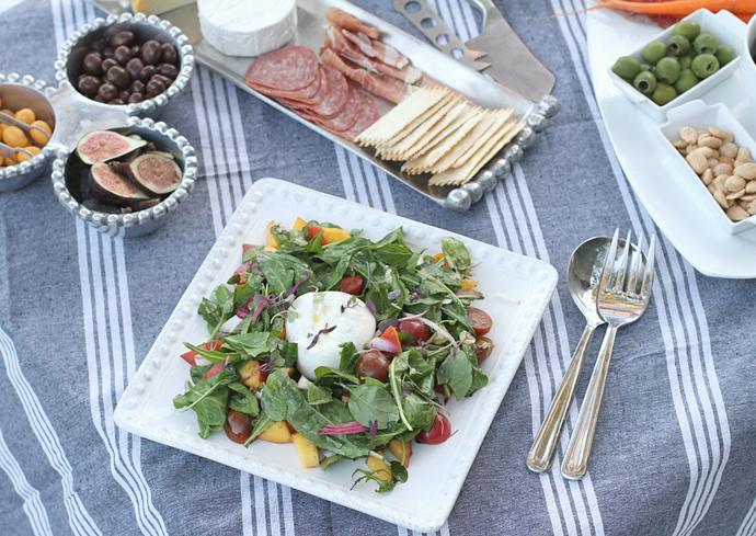 outdoor-summer-salad-spread