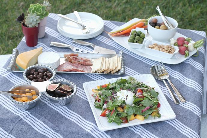 outdoor-summer-spread